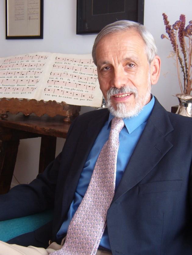 Director: Ismael Fernández de la Cuesta.