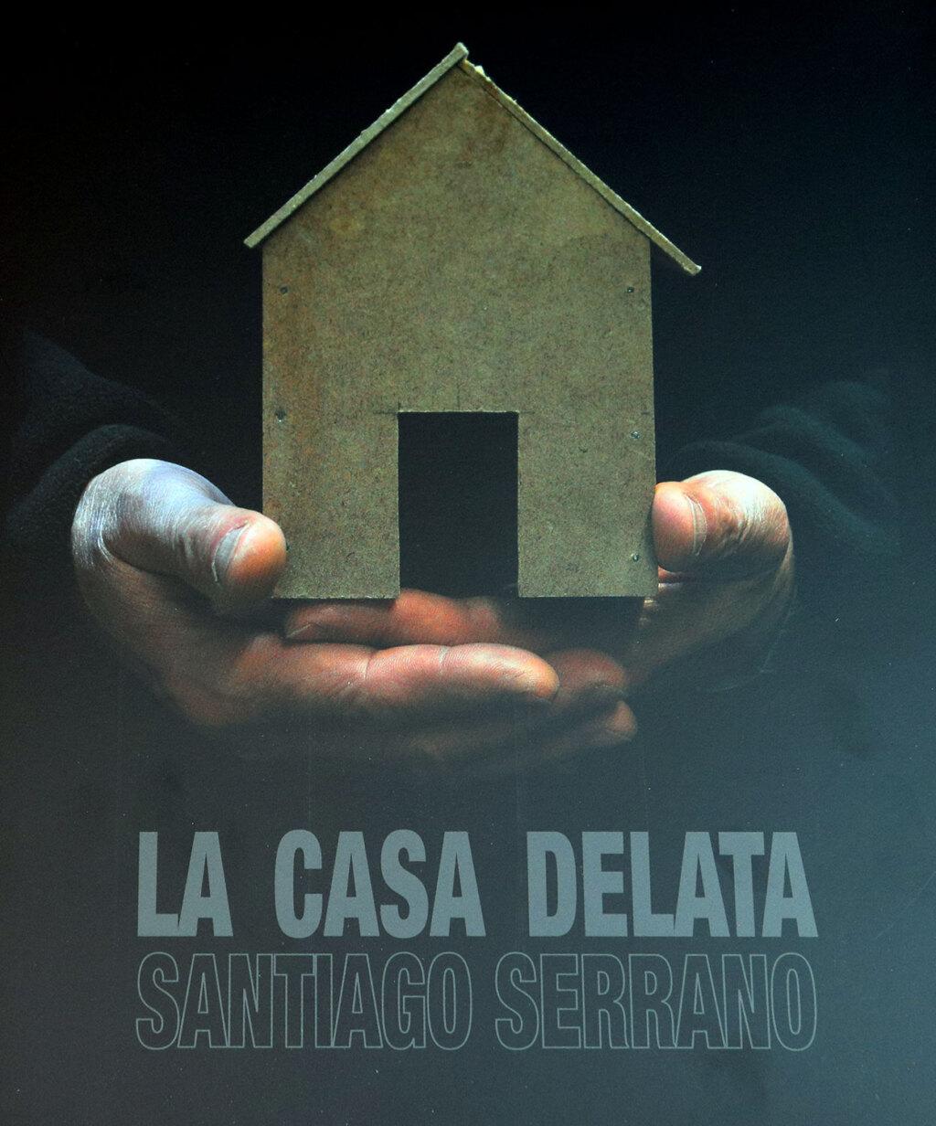 Portada del libro catalogo la casa delata de Santiago Serrano